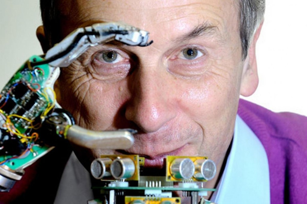 'Cyborg' Kevin Warwick met robothand